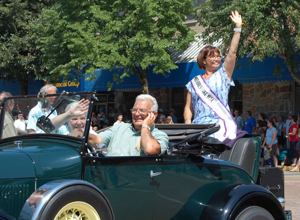 Former Miss Revelstoke Bonnie Teed waves brightly at the crowd during the parade. David F. Rooney photo