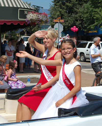 Miss Revelstoke Kirsten Miola and her flower girls wave to the crowd along the parade route Saturday. David F. Rooney photo