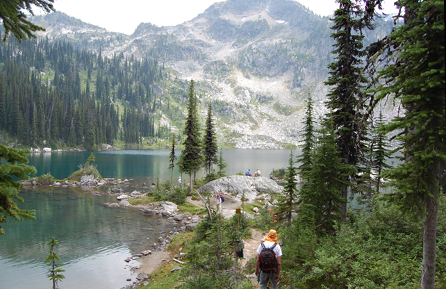 Miller Lake proved to be an irresistible side trip for most of this year's pilgrims. Although a few did decide to mount Jade Pass, too. David F. Rooney photo
