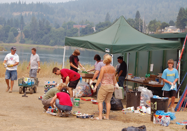 The clean-up crews were busy as ballplayers started leaving the campgrounds at Centennial Park. David F. Rooney photo