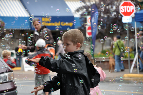 A bubble machine set up by the Team Gloria tent brought out all kinds of children, all of the enthralled by the fragility and the grace of the soap bubbles it spewed into the air. Photo courtesy of Sonia Cinelli