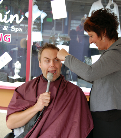 New Moon MC Steve Smith — always a ham — mugs for the camera as he gets his hair cut by Bea Eliuk of Escape Within. David F. Rooney photo
