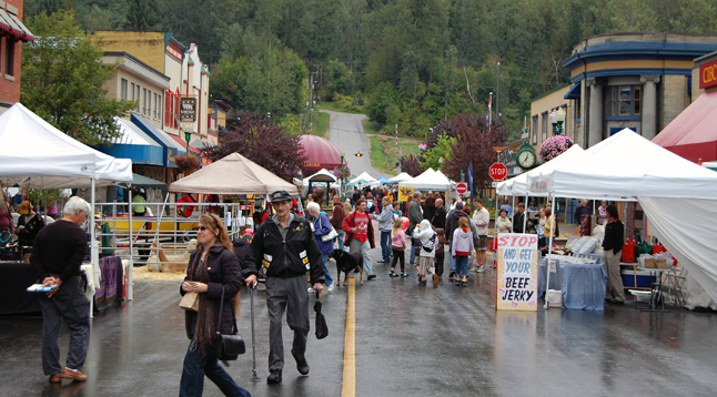 This streetscape gives you some idea of the ebb and flow on Mackenzie Avenue during the New Moon festival. Despite the rain, perhaps as many as a 1,000 came down to enjoy the events. David F. Rooney photo