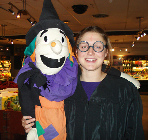 Anna Minten poses with a friend behind the til at PT Farm Market. Photo courtesy of Thu Thai