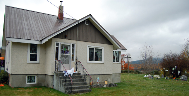The home of Sheryl McInnes and Debbie Ife at the corner of Front and Wilson crouches above the riverbank and, in the right light, even looks a little forbidding, with its windows decorated with skulls and giant spiders and, in the back yard...