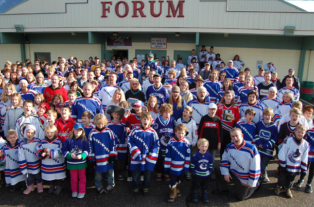 Mayor Dave Raven (front and center) was one of the hundreds of people who turned out to kickoff the Revelstoke Hockeyville 2010 Committee's campaign to win Hockeyville status for the community. If Revelstoke wins the Forum would receive $100,000 in upgrades. Of course, it all depends on Revelstoke winning more support for its bid than the other communities that will be in this year's Kraft Hockeyville contest. David F. Rooney photo