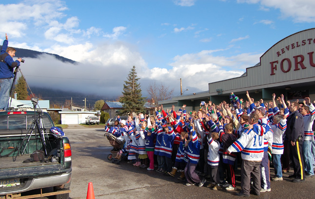 Photographer Kip Wiley encourages the crowd of Revelstoke Hockeyville 2010 supporters who turned out at the Forum on Sunday for the start of the campaign. David F. Rooney photo