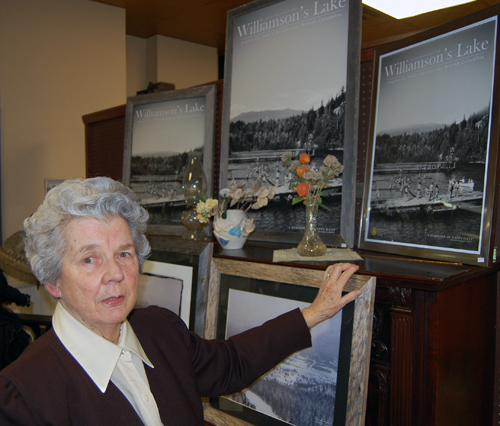 Long-time volunteer Helen Grace talks about the memories conjured up by this lovely print of an Estelle Dickey photograph. David F. Rooney photo