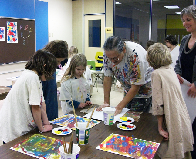 Grade 3/4 students at Arrow Heights Elementary learned how to make First Nations paintings with artist Jerry Whitehead (center) on Thursday as teacher Sue Leach looks on (right). Photo by student photographer Jacueline Cottingham