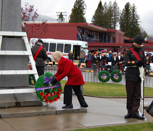 Elsie Fuoco lays a wreath at the Cenotaph on behalf of all the mothers of Revelstoke. David F. Rooney photo
