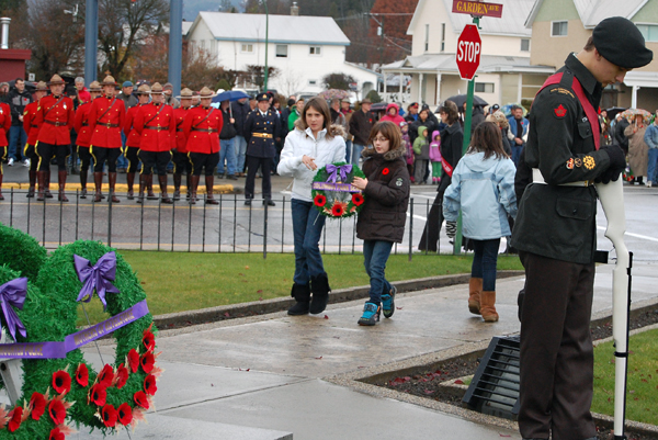 Students from Columpia Park Elementary approach the Cenotaph to lay their school's wreath. David F. Rooney photo