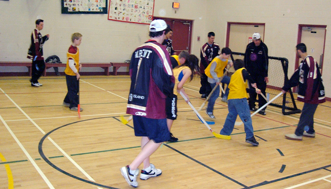 The Revelstoke Grizzlies may be on top of their division in the KIJHL but they met their match in mighty Mount Begbie Elementary School whose floor hockey players defeated them recently. Principal Rob Wilson said the Grizzlies spent time with the children and passed along a few tips. Photo courtesy of Rob Wilson