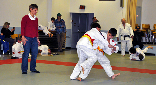 Oliver Corley of Revelstoke and Jake Blake of Kelonwa show what they can do on the mat. David F. Rooney photo
