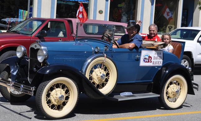 Peter Bernacki played chauffeur to Mayor David Raven and his grandchildren. David F. Rooney photo