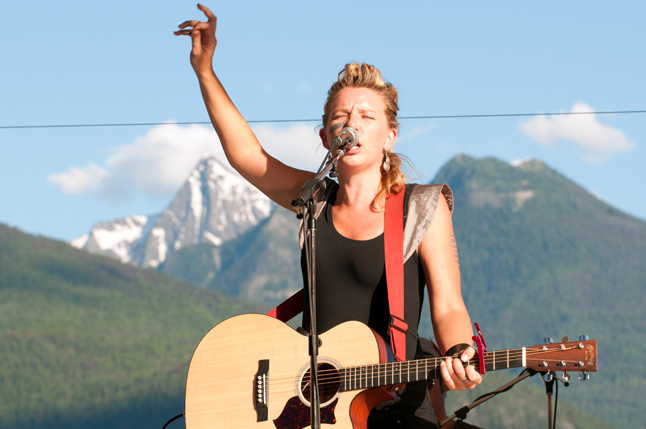 Australian performer Toby Beard brings her feisty energy and sexy, awe-inspiring voice to Grizzly Plaza on July 6. Don't miss this dynamic performer. Photo courtesy of Toby Beard