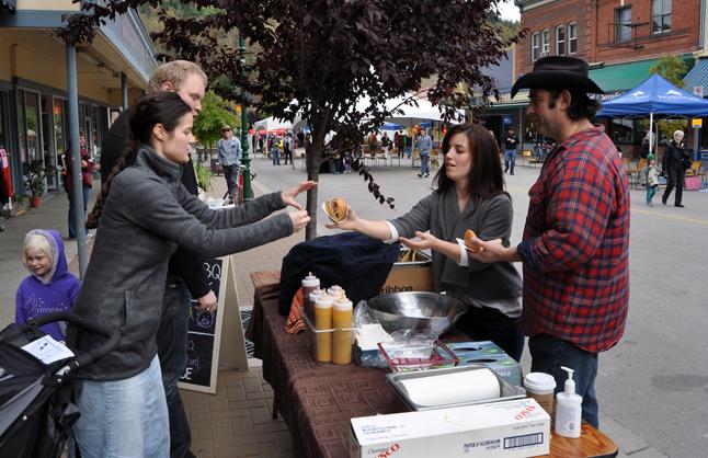 Glen Cherlet and Jennifer Fusik offered up some terrific pork sliders to hungry festival-goers. David F. Rooney photo