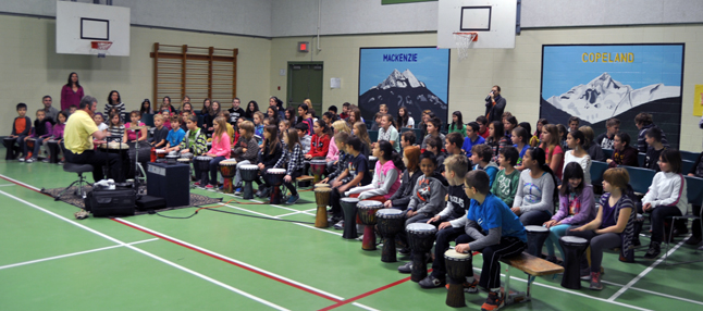 World=class drummer Milton Randall brought his Groove Master Percussion skills to Revelstoke with drumming lessons at Columbia Park and Begbie View Elementary Schools. Here, he teaches Grade 4-6 CPE students some of his secrets. David F. Rooney photo