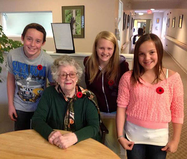 Columbia Park Elementary School students James Lebuke, Miki Harding, Frankie Howe, Kaytlynn New pose with Miki Harding, one of three veterans they interviewed for a video they produced in time for Remembrance Day. Photo courtesy of Ariel McDowell / Columbia Park Elementary School