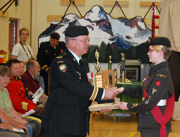 Major Blake-Knox presents  MWO Xena Tilden with the award for Best Dressed on Parade. David F. Rooney photo