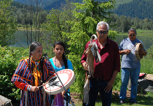 Sinixt President Shelly Boyd beats a drum as she sings a prayer to inaugurate the first National Aboriginal Day Storytelling Festival at Centennial Park on Saturday. David F. Rooney photo