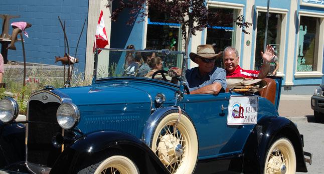 Mayor David Raven waves to the crowd as Peter Bernacki chauffers him along Mackenzie Avenue. David F. Rooney photo