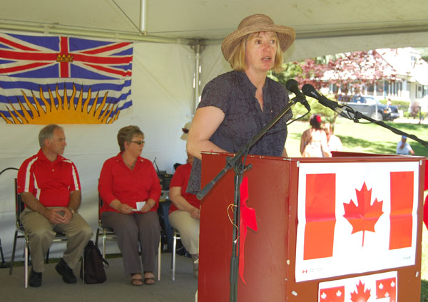 MC Suzanne Grieve presided over the official portion of the Party in the Park. David F. Rooney photo