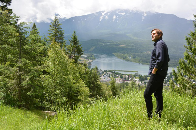 t is sometimes tempting to think of Canada's national parks as protected conservation 'islands' – havens for wildlife and ecosystems – that are isolated from development interests surrounding them. Nicholas Irving, the soft-spoken, fairly new superintendent of Mount Revelstoke and Glacier National Parks, knows that this is far from the case. If parks are to flourish, partnerships have to be established and a vision must be created that recognizes everyone's needs. Jeff Bolingbroke / Parks Canada photo