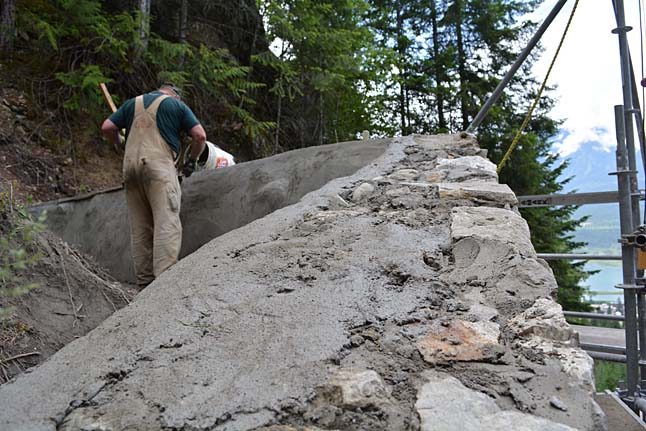 Stone Mason Ken Dreffs puts a final layer of concrete over the stones. Jeff Bolingbroke/Parks Canada photo
