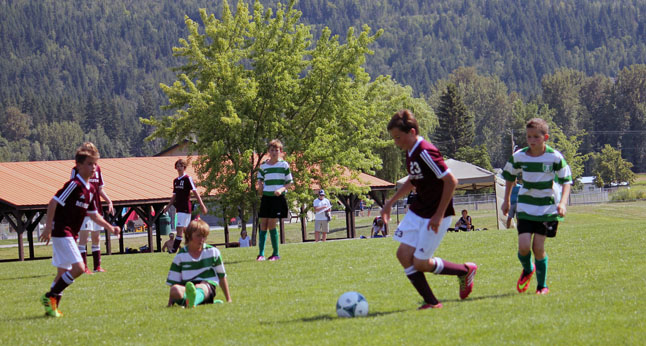 U13 Boys Ben MacDonald, Grady Powell, Simon Blackey and Jackson Litke move the ball forward on Shuswap FC. Photo courtesy of Alex Farrugia