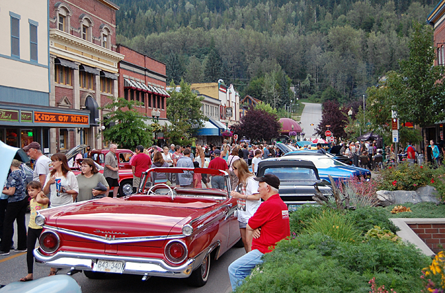 The Vintage Car Club's Homecoming Show 'n' Shine attracted a lot of people downtown. David F. Rooney photo