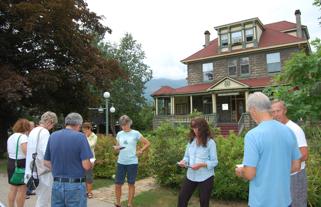 The Heritage Homes tour attracted a number of residents and visitors on Sunday afternoon. Here, some of them read up on Minto Manor before heading in for a tour. David F. Rooney photo