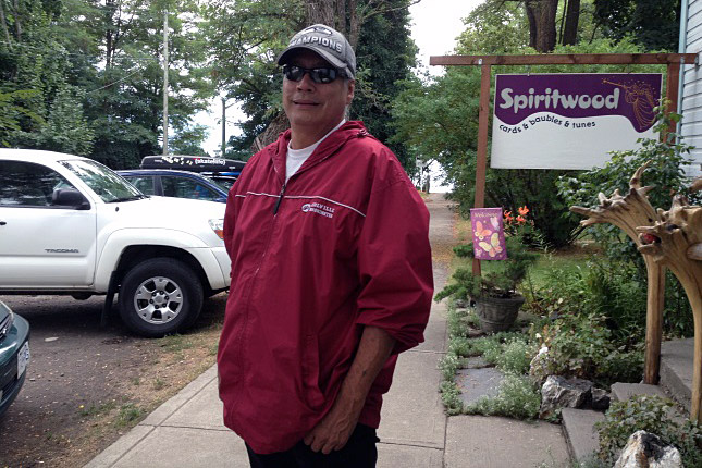 """Sinixt Arrow Lakes facilitator, Virgil Seymour, aims to bring the Sinixt language, Nsyilxcen, back to the Columbia River valley and strives for recognition for the Sinixt people in Canada. """"We are not extinct,"""" he asserted. Laura Stovel photo"""