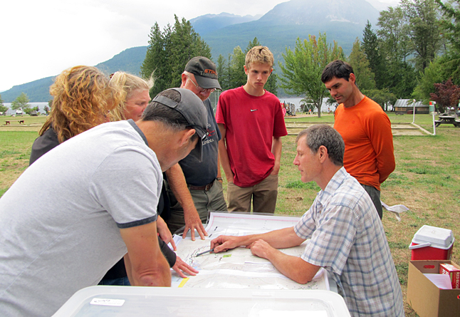 Rory with race volunteers and fellow athletes looking over an upcoming section of the course. Sarah Newton photo