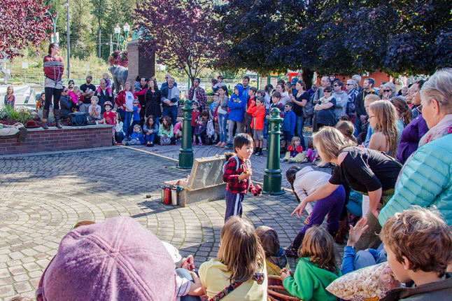 This was the just a part of the crowd that turned out for Miranda Allen's first show of the day at the Farmer's Market on Saturday, September 27. Pauline Portras photo
