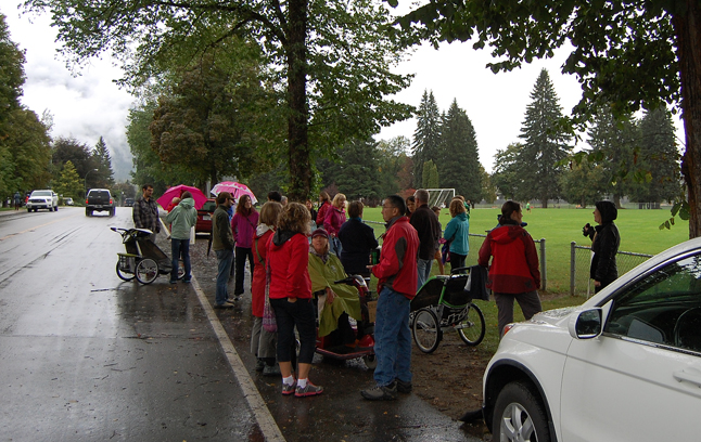 Striking teachers received tangible support from parents and children who came out to join their pickets outside local schools on Tuesday, September 2. David F. Rooney photo
