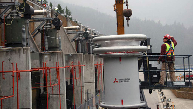 Crews install new equipment in the above-ground switchgear building at Mica Generating Station. Dusty Veideman/BC Hydro photo