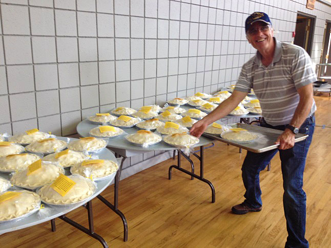 Spence Carefoot helped customers with their pie orders. Laura Stovel photo