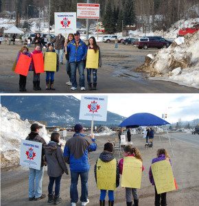 Wives and children showed up on the picket line to support their striking dads n Sunday afternoon. Please click on the image to see a larger version. David F. Rooney photo