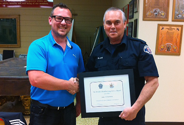 Councillor Trevor English, chairman of the public safety committee, presents Jim Blake with his 25-year certificate. Photo courtesy of the Revelstoke Fire Rescue Service