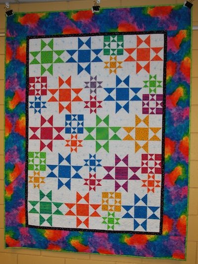 Starburst by Sharon Cain. Flowers and hummingbirds machine quilted by Linda Walford.