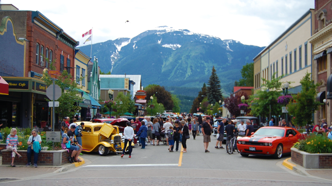 MacKezie Avenue was filled with vehicles and automotive admirers. David F. Rooney photo