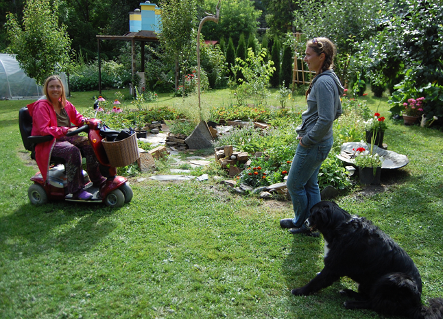 Pauline Hunt talks about gardens and art with Sarah Harper in the backyard of Sara's and Stu Smith's house on Track Street East. David F. Rooney photo