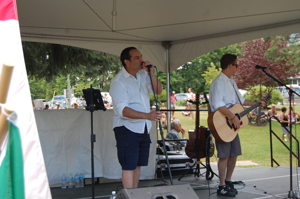 Dan Sculnick & Drew Payne provided some great music at QE Park. David F. Rooney photo