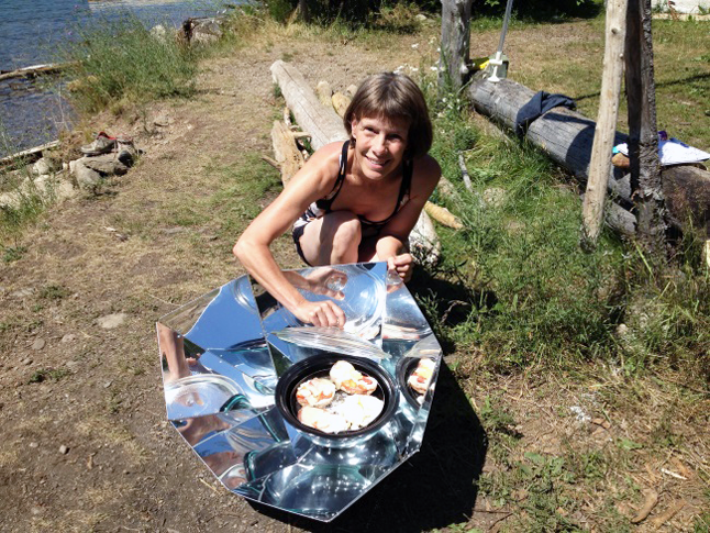 In the hot summer months it's nice to take the cooking outside to avoid heating up an already hot house or apartment. The barbeque is one option but there is another wonderful source of energy right over our heads: the sun. Laura Stovel shows off food cooking in her portable cooker. Photo courtesy of Laura Stovel