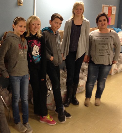 Cassie Wolgram, Arwynn Russell, Sam Folden, Sara Supinen and Emjai Deschamps at the Food Bank. Eleanor Wilson photo