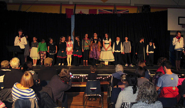 Here are the actors taking their final bow. Todd Hicks photo. Caption by Emily MacLeod and Amelie Delesalle