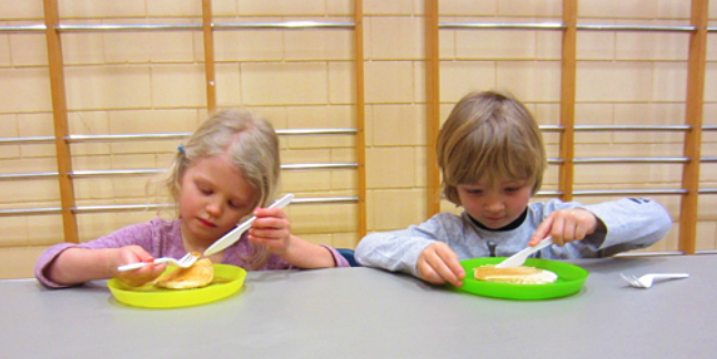 Here are Madyson Campbell and Oliver Barras from L'école des Glaciers eating the fantastic pancakes. Todd Hicks photo. Caption by Emily Macleod, Amelie Delesalle and Rebecca Grabinsky