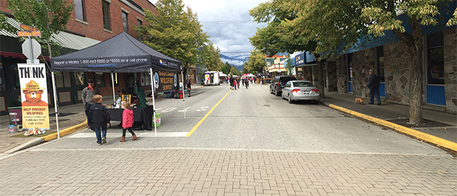 Looking south along First Street West, there didn't appear to be a lot of action. However, looks can be deceiving. The action along First Street beween Connaught and Campbell Avenues was crowded with Saturday Morning shoppers. David F. Rooney photo