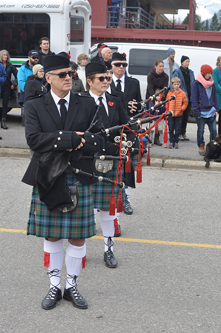 Pipers give their pipes a rest. David F. Rooney photo